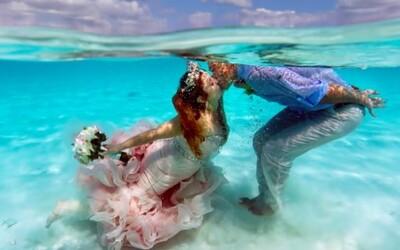 Krásna nevesta chcela mať svadbu ako morská panna, so svojím manželom sa vzala pod vodou. Aj detské sny sa môžu plniť