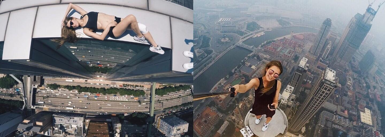 Krásna Ruska nemá strach z výšok. Jej fotografie zo striech mrakodrapov či mostov naháňajú strach, ale na nej by si nechal oči