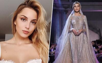 Krásna Slovenka ohúrila módny svet na fashion show známej značky v Paríži. Kristína Činčurová predvádzala záverečný model svadobných šiat
