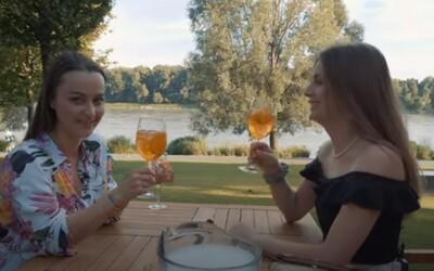 Krásne terasy s výbornými miešanými drinkami nájdeš aj v Bratislave. Becca s Deniskou ťa o tom presvedčia