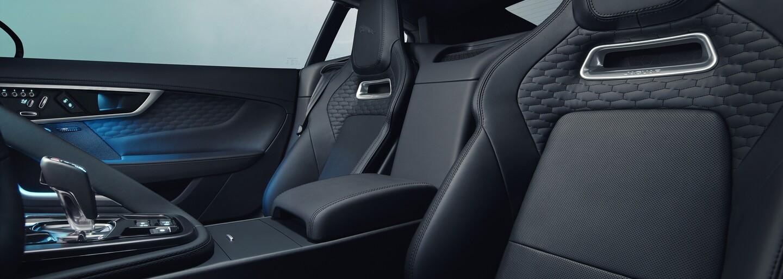 Krásny Jaguar F-Type prišiel o V6-ku, nabral však na dravosti a sile V8-čky