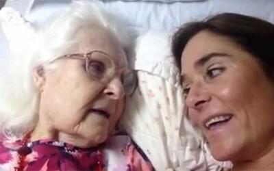 Krásny okamih, keď si mama s Alzheimerom rozpamätala svoju dcéru