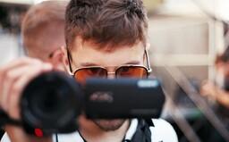 Kreativní ředitel Milion+ Andreas Gold: Miluju spontánní klipy, AVU jsem nedodělal (Rozhovor)