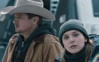 Kriminálny thriller Wind River od famózneho scenáristu Taylora Sheridana nás schladí mrazivou atmosférou nového traileru