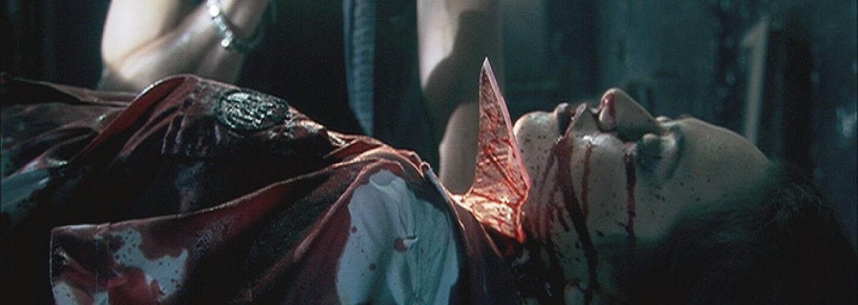 Krvavá kompilácia s tými najnechutnejšími a najpodivnejšími úmrtiami v hororových filmoch