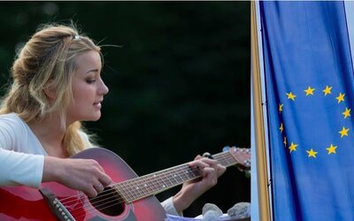 Která česká písnička se dostane do zpěvníku EU? Zavzpomínejte na své dětství a hlasujte o vítězi