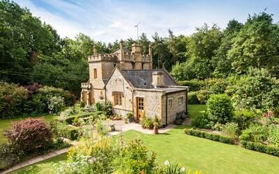 Kto by nechcel bývať na hrade? Úžasná britská stavba s prekrásnou záhradou môže byť tvoja len za cenu niekoľkých bytov