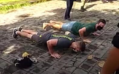 Kto nenosí rúško, musí na Bali klikovať. Miestne úrady chcú deportovať turistov, ktorí nedodržiavajú opatrenia