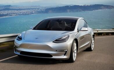 Kult milovníkov elektromobilov. Tesla podľa šéfa Toyoty vyrába niečo, čo sa dá nazvať iPhonom na kolesách