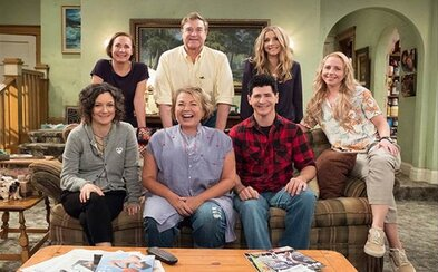 Kultová rodina Connerovcov zo sitcomu Roseanne sa budúci rok vráti v úplne nových epizódach