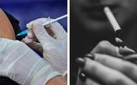Kuřáky v některých státech USA budou očkovat přednostně. Učitelům vadí, že se na řadu dostanou až po nich