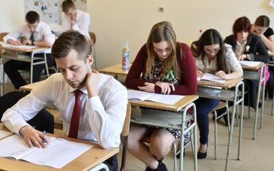 KVÍZ: Dokázal bys odmaturovat z češtiny? Tyto otázky dnes potrápily české studenty