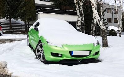 KVÍZ: Rozpoznáš, aké automobily sa skrývajú pod nádielkou snehu?