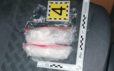 Kvôli drogám vraj NAKA zadržala pracovníka ministerstva spravodlivosti, vyššia súdna úradníčka s kokaínom nebola jediná