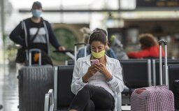 Kvůli batoleti bez roušky neodletělo v Kanadě letadlo