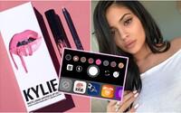 Kylie Jenner a jej kozmetika získali na Instagrame vlastný tvárový filter. Vďaka novinke si jej rúže môžeš vyskúšať aj ty