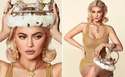 Kylie Jenner ako kráľovná roku 2019. Mladá kráska posiela ukážky z kalendára plného okulahodiacich fotografií