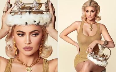 Kylie Jenner jako královna roku 2019. Mladá kráska posílá ukázky z kalendáře plného svůdných fotek