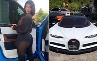 Kylie Jenner musela smazat video s novým 3milionovým Bugatti Chiron z Instagramu poté, co jí začali lidé hromadně nadávat