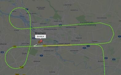 Zatímco pilot čekal na pokyn, že může přistát, nakreslil penis na leteckém radaru