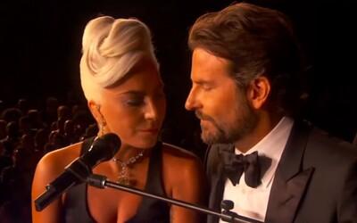 """Lady Gaga otevřeně vysvětlila svou """"lásku"""" k Bradleymu Cooperovi. Popsala i moment, kdy vyhrála Oscara"""