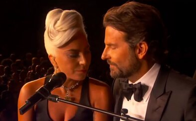 """Lady Gaga otvorene vysvetlila svoju """"lásku"""" k Bradleymu Cooperovi. Opísala aj moment, keď vyhrala Oscara"""