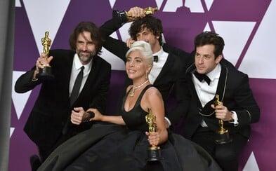 Lady Gaga se se skladbou Shallow dostala na 1. místo nejdůležitějšího hudebního žebříčku a pokořila Arianu Grande
