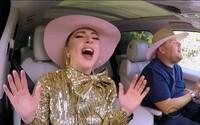 Lady Gaga si s Jamesem Cordenem střihla i své bláznivé taneční pohyby. V Carpool Karaoke toho dost prozradila
