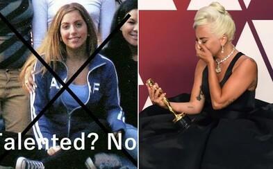 Lady Gaga zažila na univerzitě výsměch v hloupé facebookové skupině. Nadávali jí za to, že chtěla být slavná