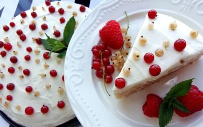 Lahodná fit torta s ricottovým krémom, ktorá má v jednom kúsku iba 150 kalórií a takmer 10g bielkovín (Recept)