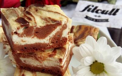 Lahodný brownie cheescake, který má 6 g bílkovin v jednom kousku a poměrně malé množství kalorií (Recept)