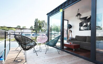 Láká tě život na vodě? V Praze si můžeš koupit houseboat za necelé 4 miliony
