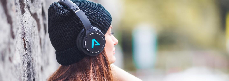 LAMAX představuje novinky s vyladěným výkonem. Prémiová sluchátka a reproduktory oslní zvukem i designem