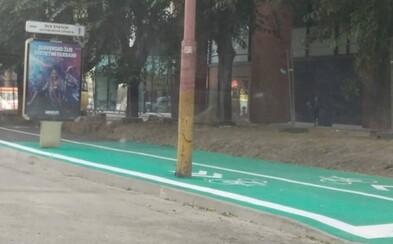 Lampa a bilbord v strede cyklotrasy majú objasnenie. Práce v centre Bratislavy ešte nie sú ukončené