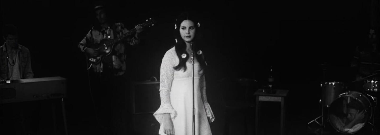 Lana Del Rey cestuje kosmem v novém videoklipu ke skladbě Love z připravovaného alba