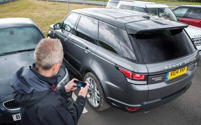 Land Rover na diaľkové ovládanie? Automobilka vymyslela aplikáciu, s ktorou dokážete ovládať auto zvonku