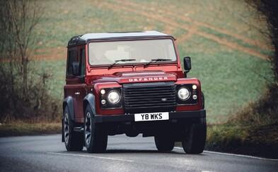 Land Rover vo veľkom štýle oživil Defender. Za limitovanú edíciu s V8-čkou si však nechá slušne zaplatiť
