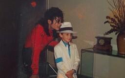 Leaving Neverland je smutným svědectvím o pedofilii, zneužití slávy a narušeném obrazu Michaela Jacksona (Recenze)