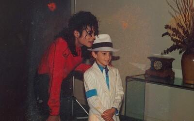 Leaving Neverland je smutným svedectvom o pedofílii, zneužití slávy a narušenom obraze Michaela Jacksona (Recenzia)
