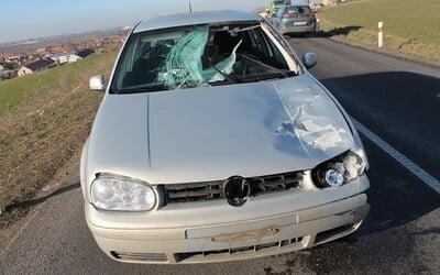 Led z protijedoucího náklaďáku mu proletěl autem. Mladík ze Znojemska se podruhé narodil