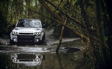 Legenda žije dál. Land Rover ukázal zcela nový Defender