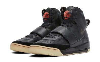 Legendární tenisky Kanyeho Westa se prodaly za 1,8 milionu dolarů. Prototyp Nike Air Yeezy 1 nyní můžeš vlastnit i ty