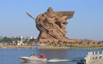 Legendární bůh války dostal v Číně epickou, 58 metrů vysokou sochu z bronzu. Do jejího nitra se vešlo i muzeum