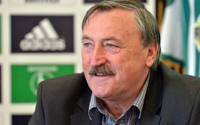 Legendárního fotbalistu Antonína Panenku, který se nakazil koronavirem, propustili z nemocnice