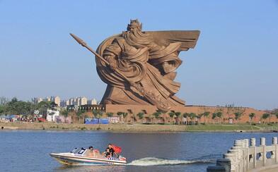 Legendárny boh vojny dostal v Číne epickú, 58-metrov vysokú sochu z bronzu. Do jej vnútra sa vošlo aj múzeum