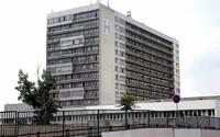 Lekár z nemocnice v Ružinove zatajil cestovateľskú anamnézu, nakazil kolegu koronavírusom,  museli zatvoriť celé oddelenie