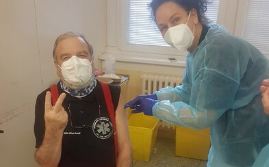 Lekára Viliama Dobiáša už zaočkovali: Dajte sa očkovať, aby sme mohli zase chodiť do spoločnosti, odkázal