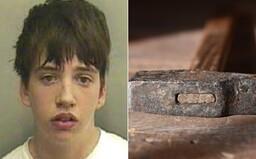 Len 14-ročný chlapec umlátil mamu kladivom a potom ju v dome podpálil. Inšpiroval sa krvákom Saw a vrahom zo seriálu