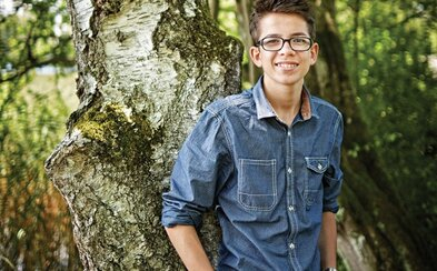 Len 19-ročný Felix úspešne kráča za cieľom zasadiť 1000000000000 stromov. Tínedžer zachraňuje našu planétu už odmalička