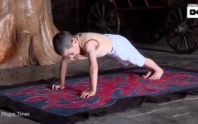Len 6-ročný ruský chlapec spravil za dve hodiny tisícky kľukov, aby pre svoju rodinu vyhral byt